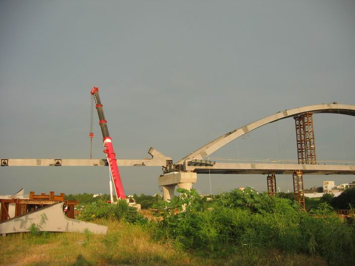 工程此部分为100米钢结构